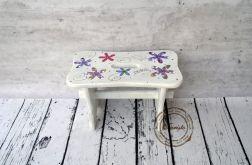stołeczek z uchwytem biały w kwiaty