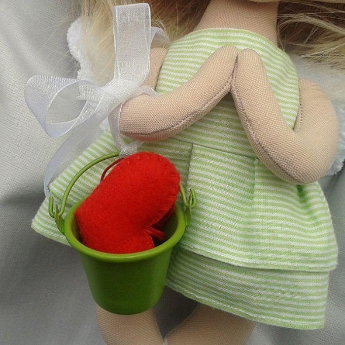 ANIOŁEK lalka - dekoracja tekstylna, OOAK/28 - mam wiaderko i serduszko