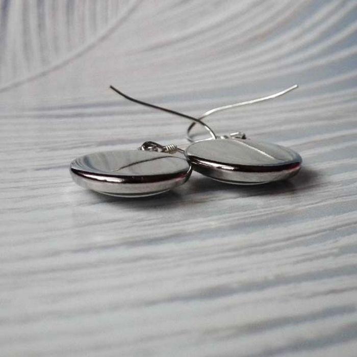 BLACK & WHITE ::: Małe wiszące kolczyki z grafiką