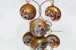 Bombka  szklana złota z malowanymi piernikami