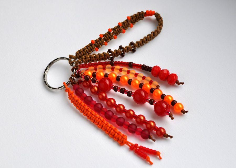 Brelok koralikowy czerwony - doskonały na prezent