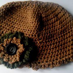czapka z kwiatem