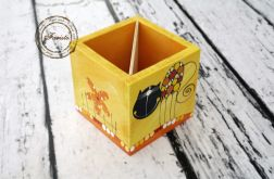 pudełko na kredki żółte