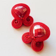 Czerwone sztyfty z kryształami