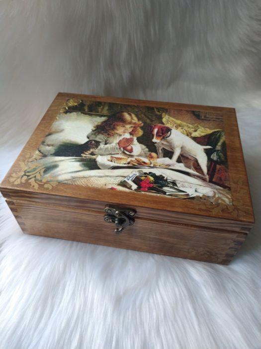 duża szkatułka w stylu retro z zameczkiem