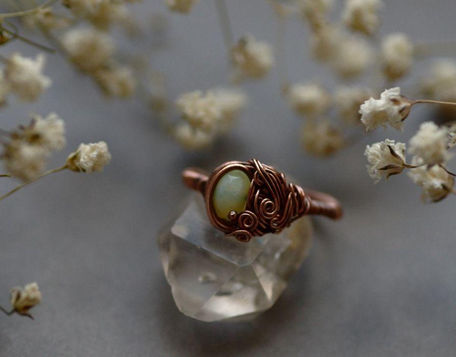 Maja - pierścień z szklanym kryształkiem
