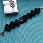 Czarna bransoletka z kryształkami