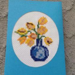 Kartka z haftowanymi tulipanami