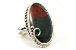 Heliotrop, srebrny pierścionek z krwawnikiem