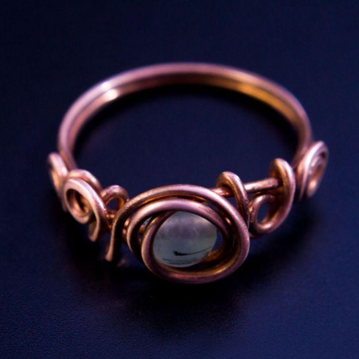 Miedziany pierścionek z prehnitem - rozmiar 18 - pierśconek miedziany