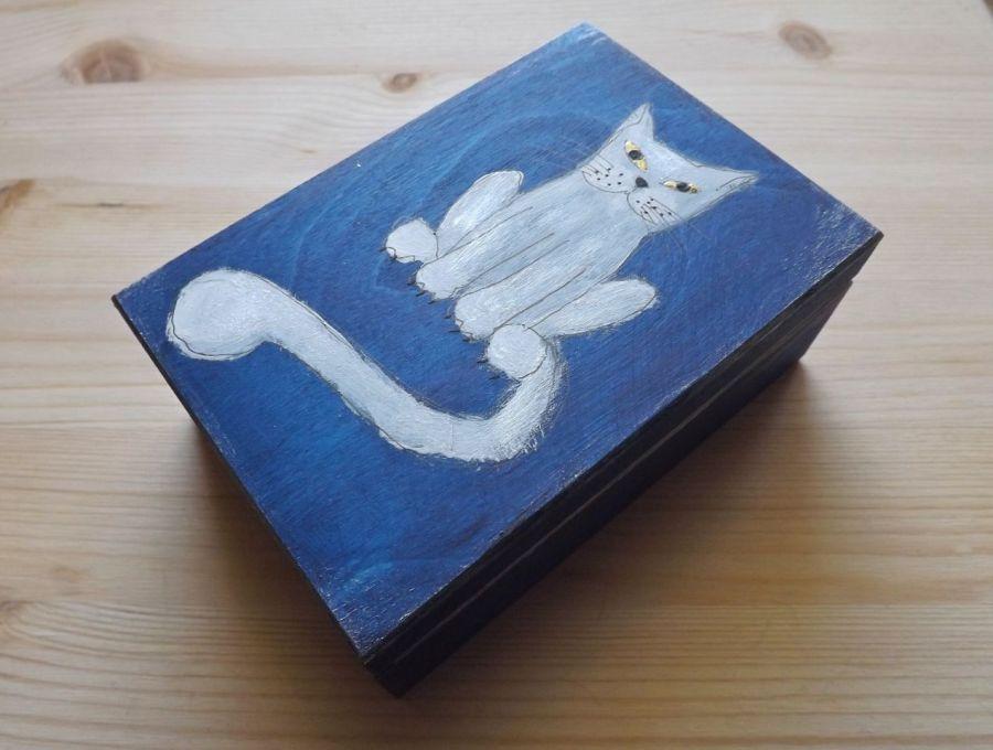 Pudełko malowane średnie - Kot w granatowym - pudelko z boku