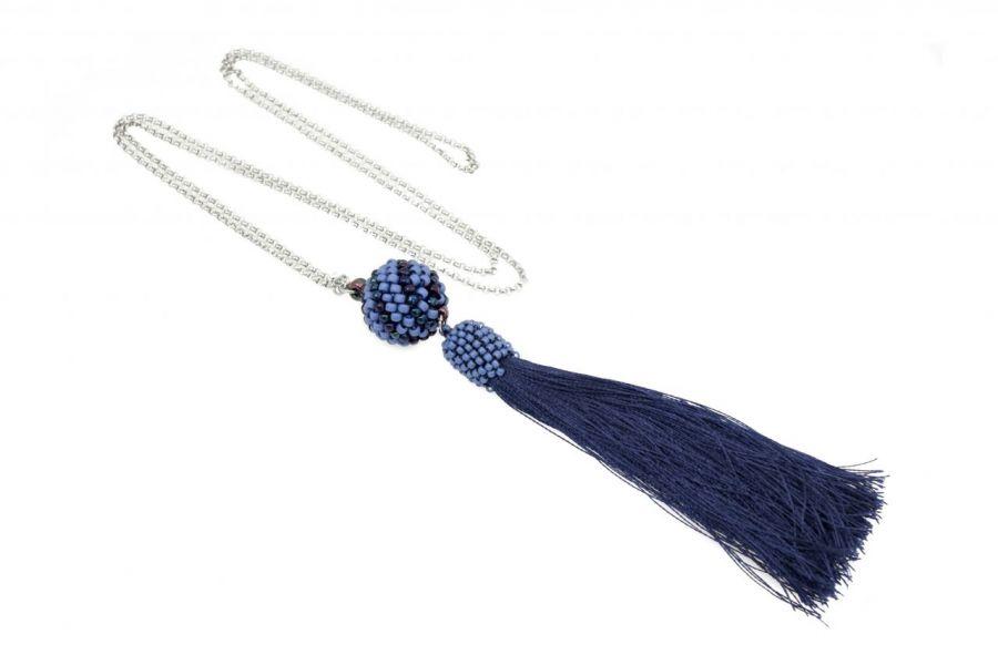Długi naszyjnik z koralikową kulą i chwostem