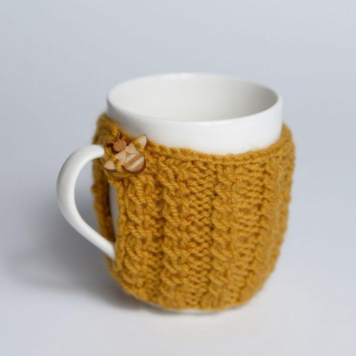 Kubek w sweterku - miodowy