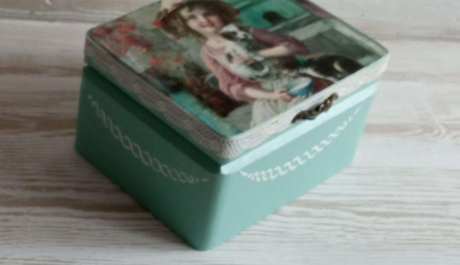Pudełko z dziewczynką - Pudełko na pamiątki dla dziewczynki