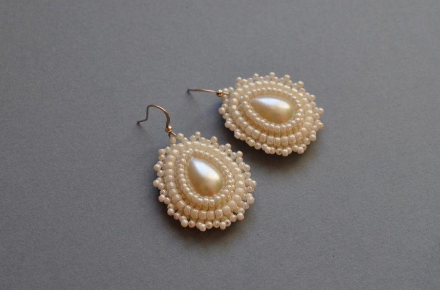 Kolczyki koralikowe białe perłowe - kolczyki z koralików