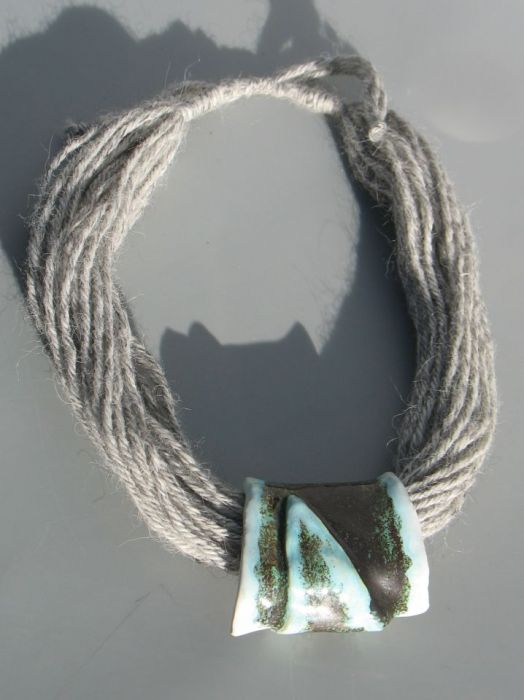Naszyjnik wełniany  ceramiczny