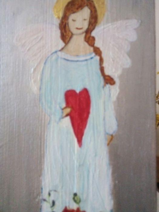 Anioł łąkowy - malowany na desce - zbliżenie