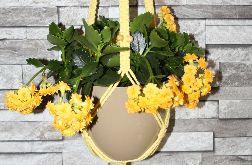 Żółty makramowy kwietnik