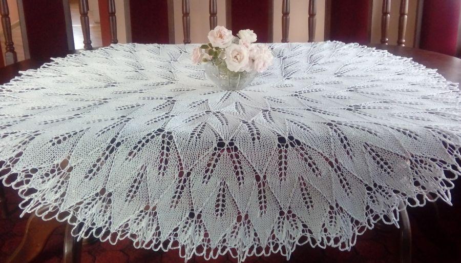 Duży obrus na drutach 150 cm biały - obrus ręcznie robiony