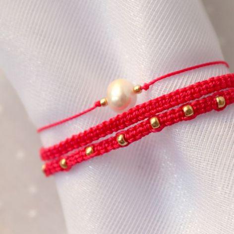 Komplet czerwonych bransoletek plecionych