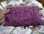 Koronkowa torebka w amarantowym kolorze