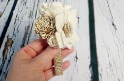 Butonierka ślubna z kwiatów sola