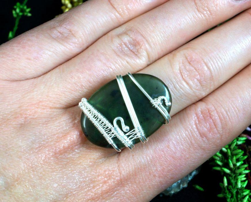 Nefryt, srebrny pierścionek z nefrytem