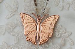 Wisior miedziany motyl.