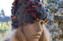 Szara fantazyjna czapka z pomponem