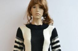 Mocherowy czarno-kremowy sweterek