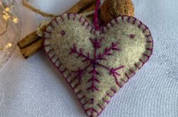 Dekoracja świąteczna z filcu z ozdobnym haftem (001)