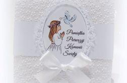 Pamiątka Komunii Św. Dziewczynki białe kwiaty