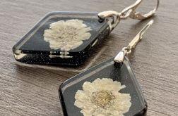 09. Kolczyki z żywicy z kwiatem srebro 925