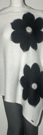 Ponczo wełną zdobione czarne kwiaty