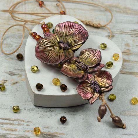 Wisior z kwiatami orchidei w barwach jesieni