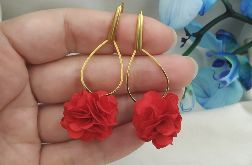 Czerwone kolczyki kwiaty na wesele dla druhny