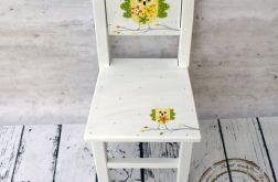 białe krzesełko z oparciem sowa