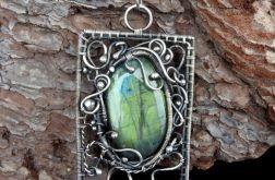 Wisiorek srebrny z zielonym labradorytem