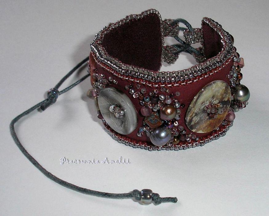 beaded embroidery bransoleta z guzikami