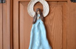 Anioł w turkusowej sukience wiszący