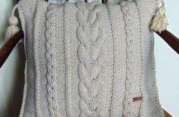 Kremowa poduszka w warkocze 45 x 45 cm