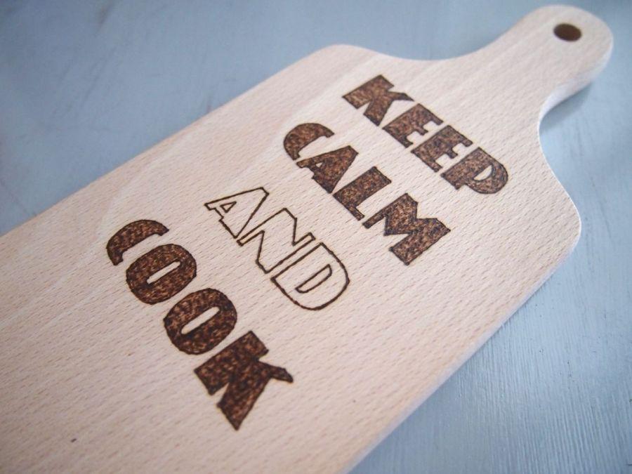 deska z napisem Keep calm and cook.
