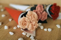 Bukiet róż z filcu - brzoskwinia