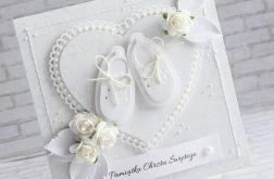 Białe buciki w serduszku