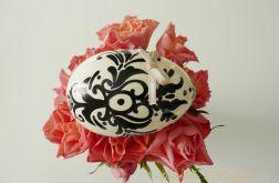 Biało Czarna ornamentowa pisanka