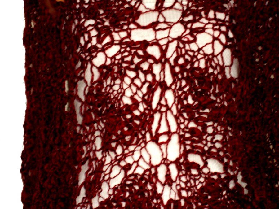 chusta w kolorze wiśni