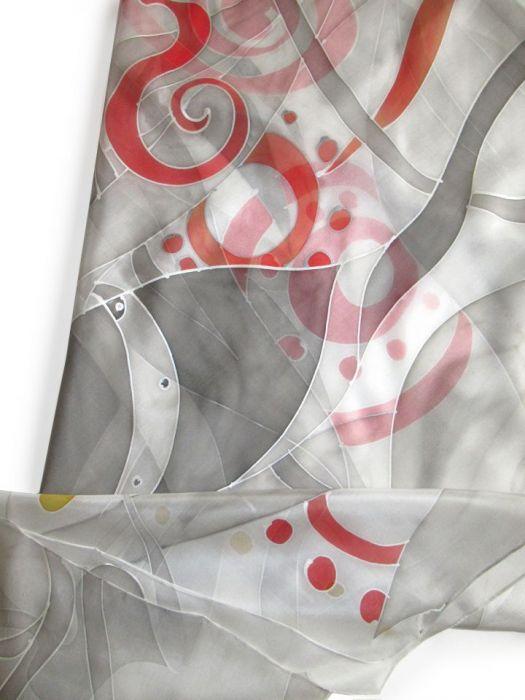 Szara ze srebrem i czerwienią jedwabna chusta - Jedwabna malowana chusta Szara ze Srebrem
