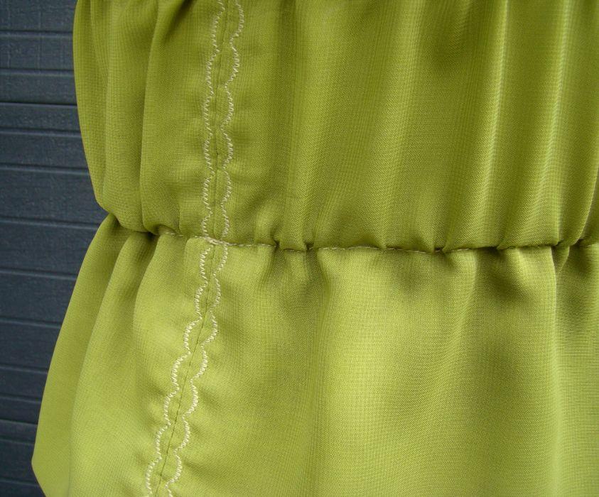 bluzka szyfonowa zielona - zbliżenie na przeszycia