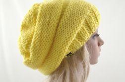 żółta czapa