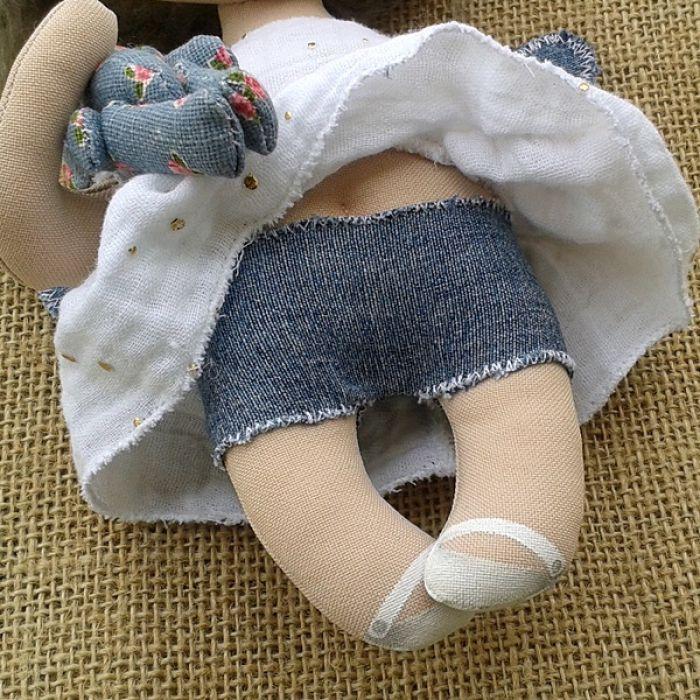 ANIOŁEK lalka - dekoracja tekstylna, OOAK /03 - mam jeansowe szorty